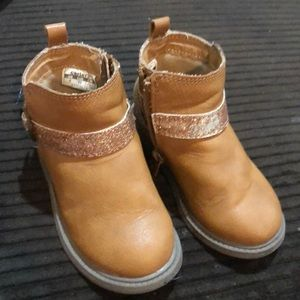 Toddlers Carter Boots sz 6